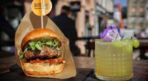 Seoul burger i Amazonian cocktail