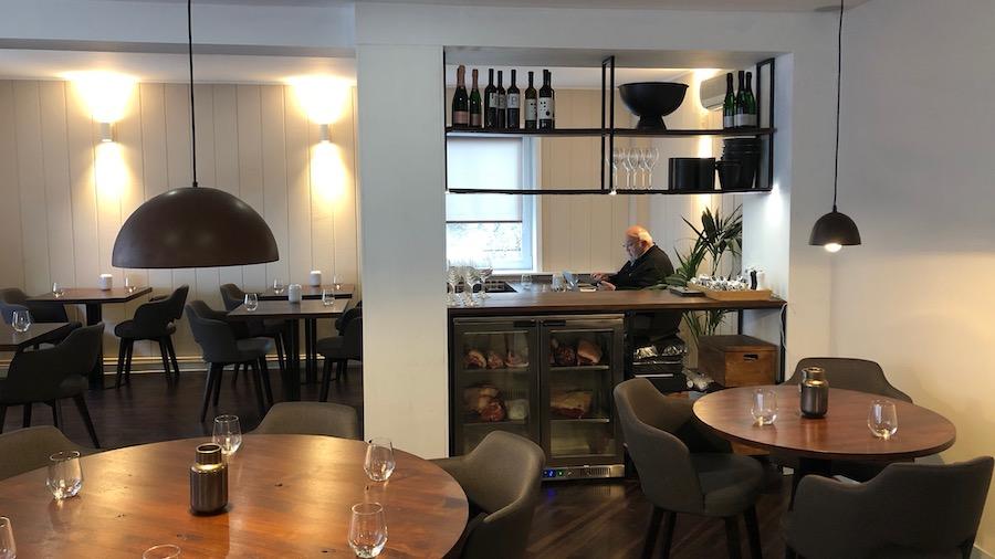 Sakotin Nav Hedonisticki Je Moderni Restoran S Prijateljskim Cijenama