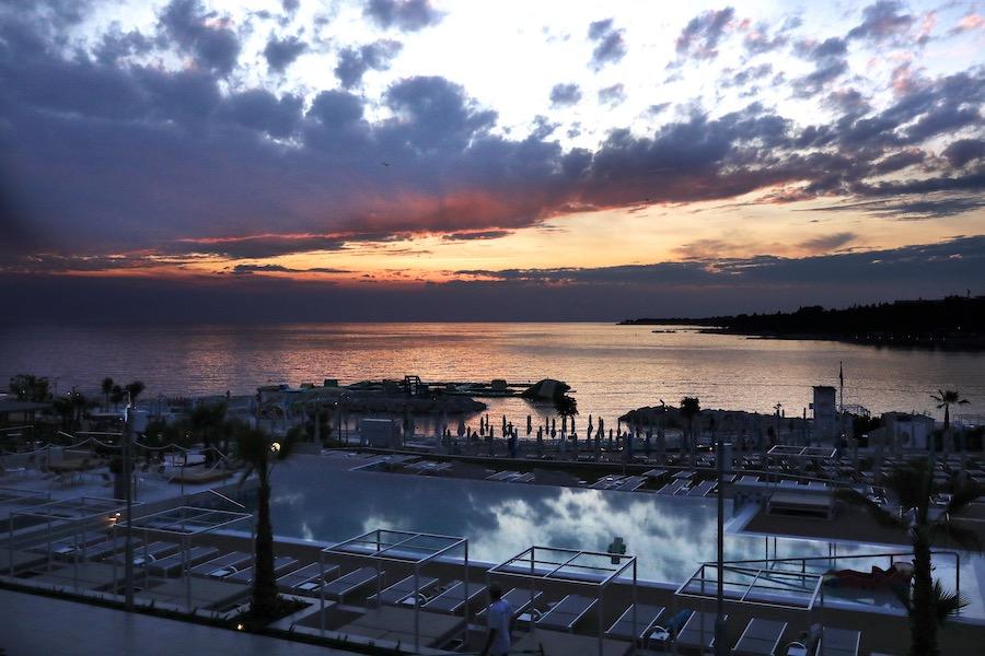 marea-pool-sunset