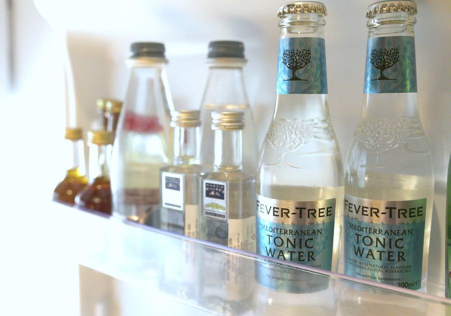 one-suite-minibar-gin