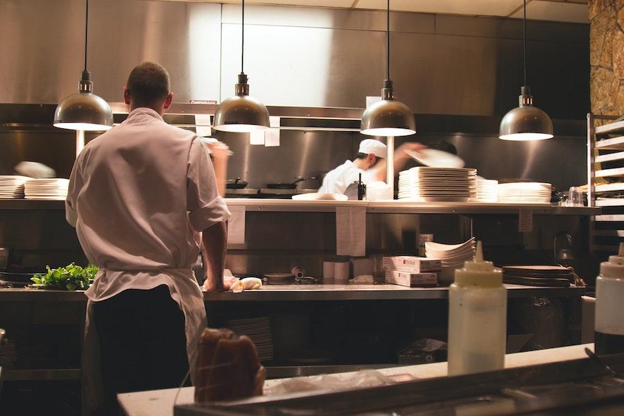 restoran-kuhinja-chef