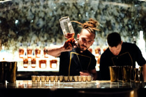 bar-barmen-galaxy-dubaj